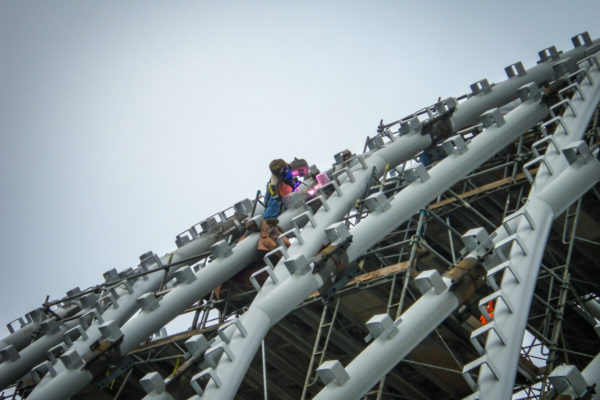 ARTIC close up of workers climbing on beams
